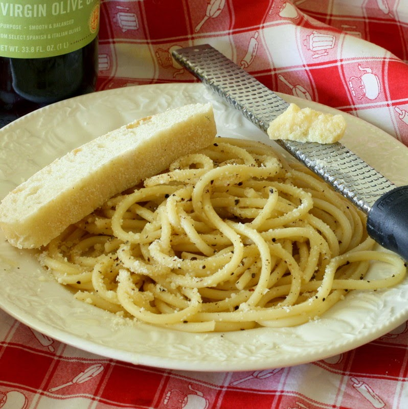 ... From Nothing #32: Cacio e Pepe (Pasta with cheese and cracked pepper