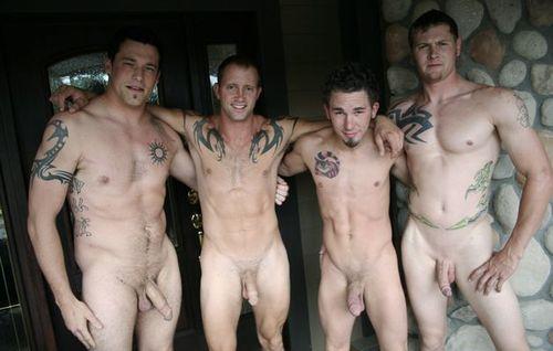 Le groupe de bros nu