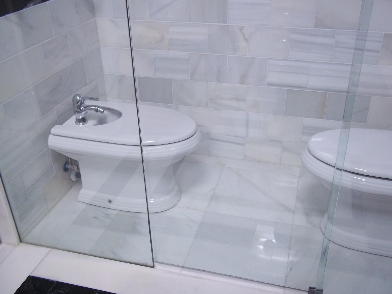 Inodoro Para Baño Pequeno:reservado para inodoro y bidé con separación mediante mampara de