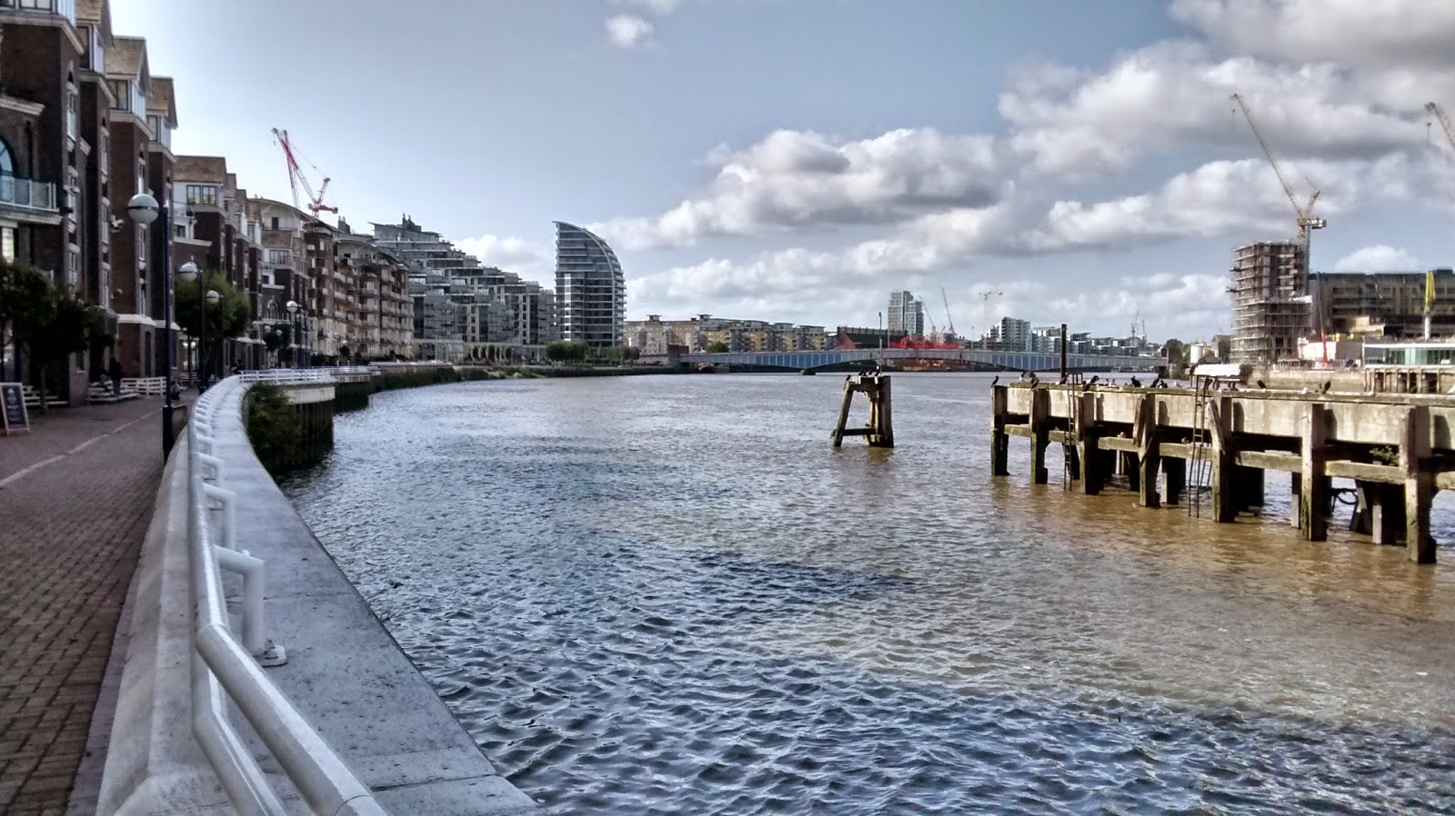Running the Thames Path in London