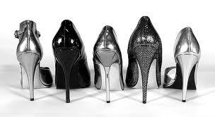 resiko memakai sepatu hak tinggi