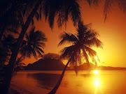 Solos Tú y Yo y un atardecer en una playa del caribe. (atardecer en la polinesia francesa)
