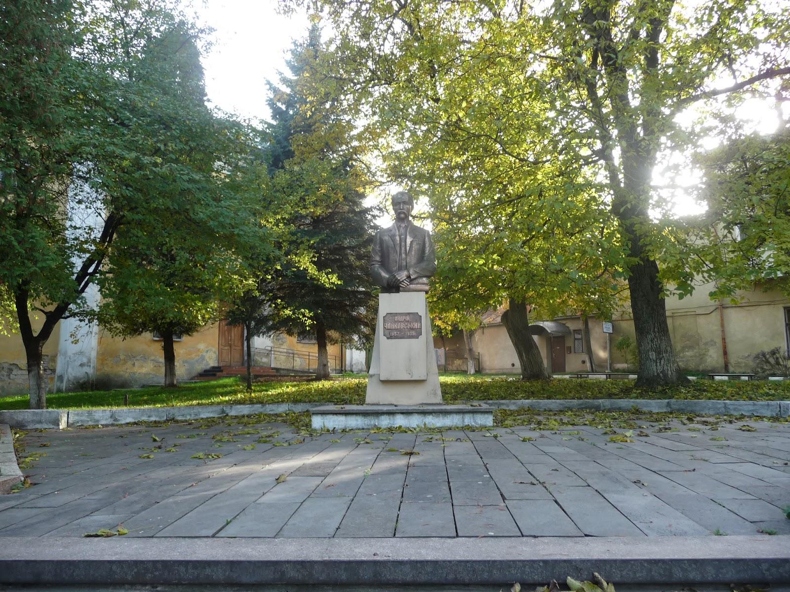 Самбір. Пам'ятник Андрієві Чайковському