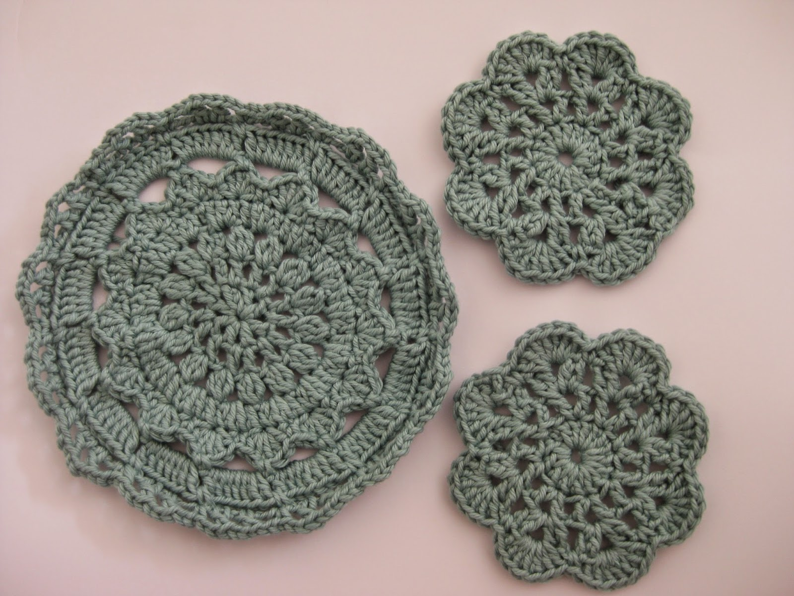 CraftyRie: Taa daa: some pretty coasters