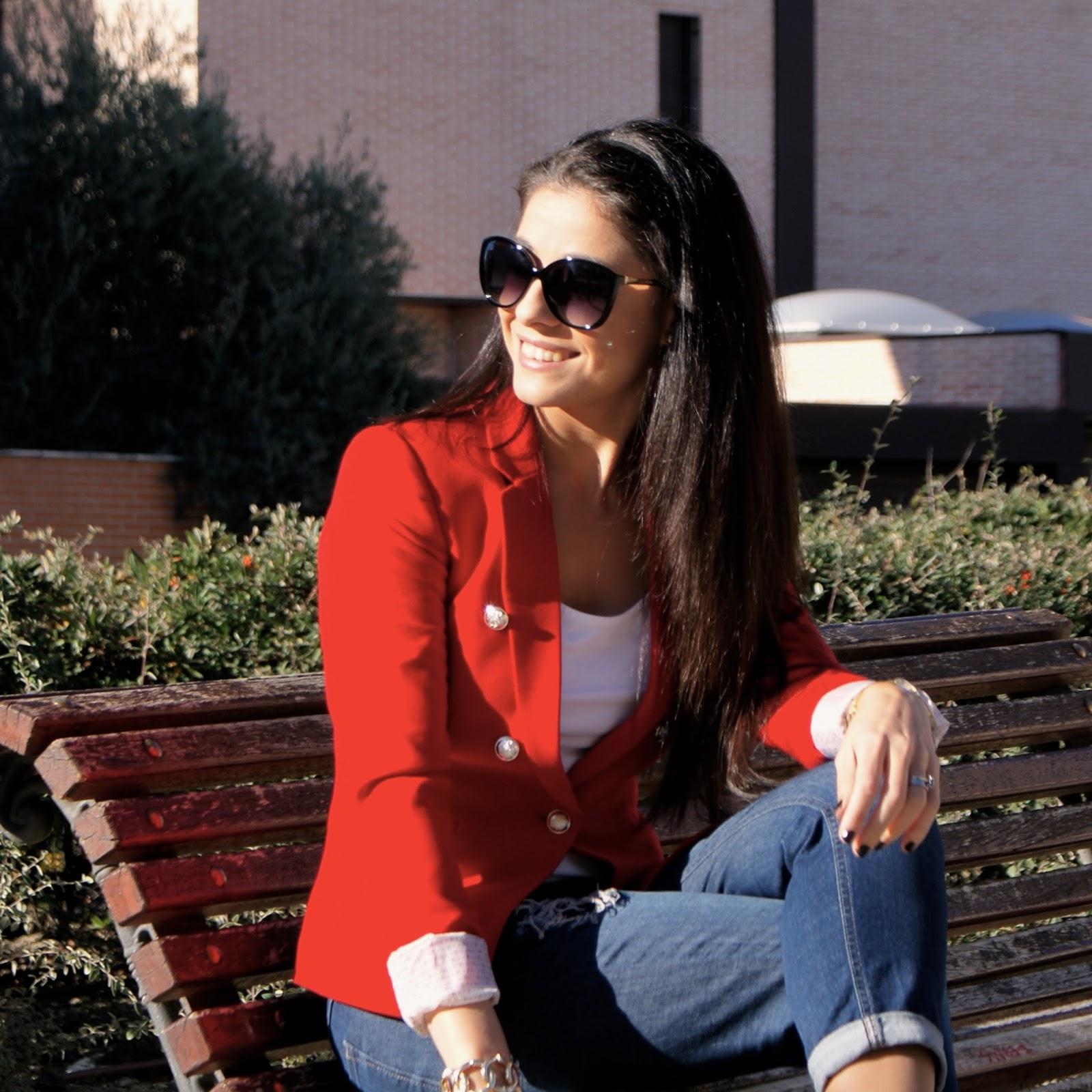 la-caprichossa-blog-de-moda-otoño-2014-chaqueta-roja-zapatos-azules