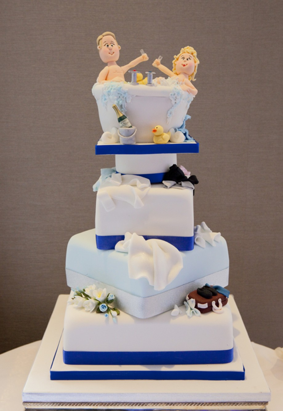 Amazing wedding cakes pictures wallpaper pictures for Amazing wedding cake decoration game