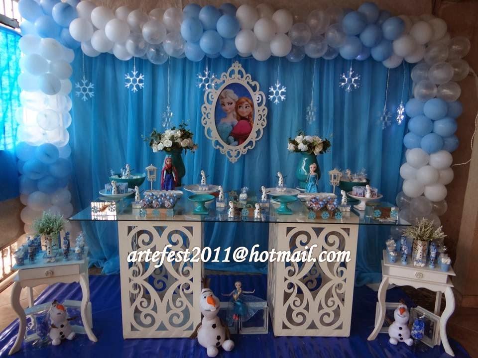 Decoração Frozen - Mesa provençal com decoração de balões