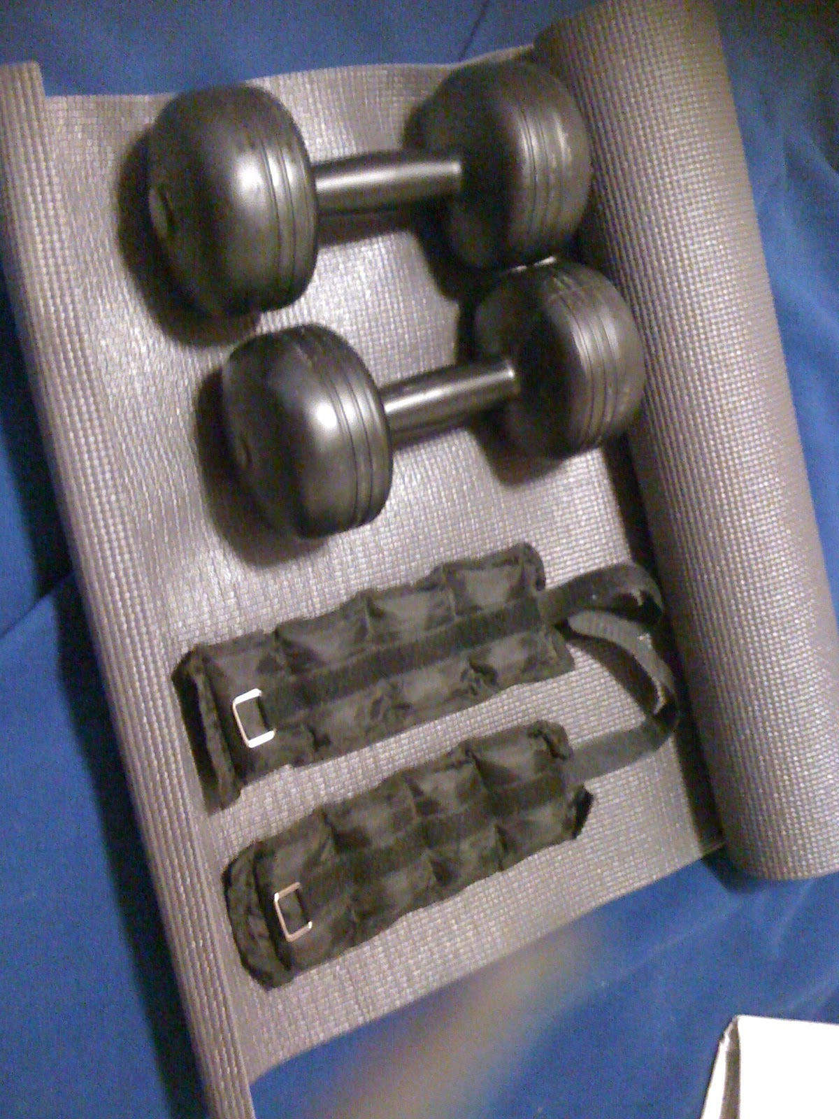 mat, 2 x 5kg weights; 2x 0.5 kg weights (for running)