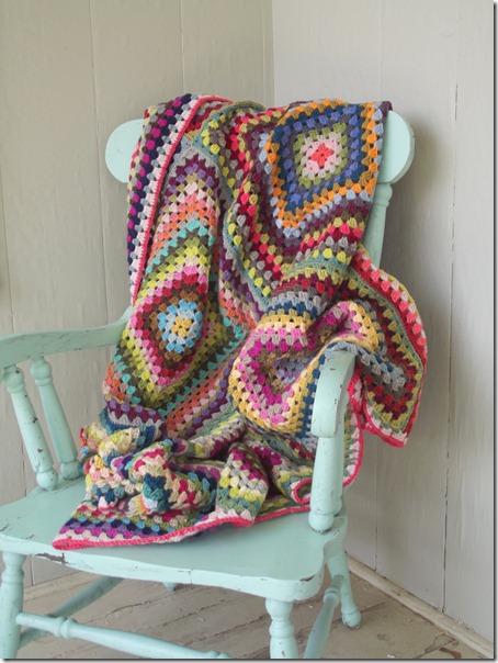 Puerta al sur durante los meses m s fr os el sof es uno - Como hacer una manta de lana para el sofa ...