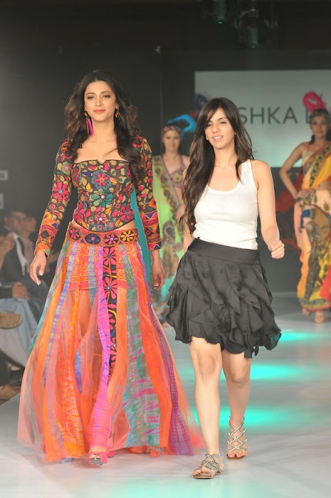 shruthi han rwalk at hifw 2011 photo gallery