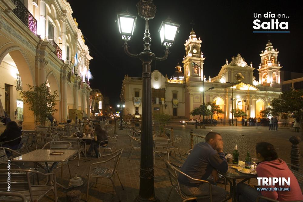 Argentina viajes y turismo cena en la plaza 9 de julio for Comedor 9 de julio salta