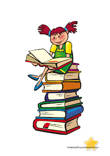 Niña sentada en un montón de libros