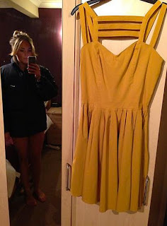 Naked eBay Seller, Woman Accidentally Reveals Too Much in Photo