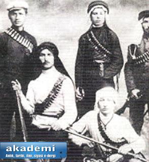 Haşomer örgütünün Yahudi  militanları, Arap kıyafetleri ile...