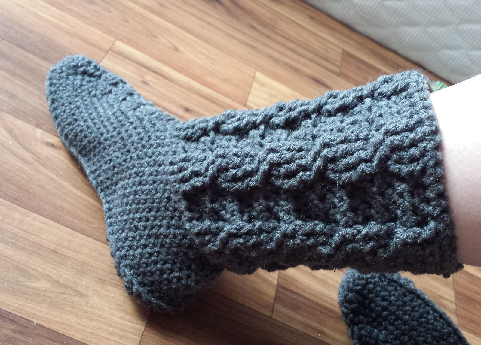 Rows of Cables Boot Slippers -free crochet pattern-