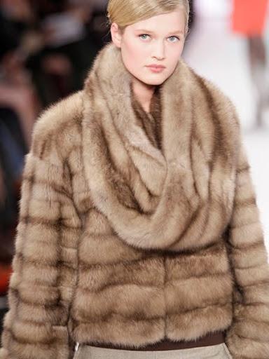Кожено палто с шал яка Carolina Herrera