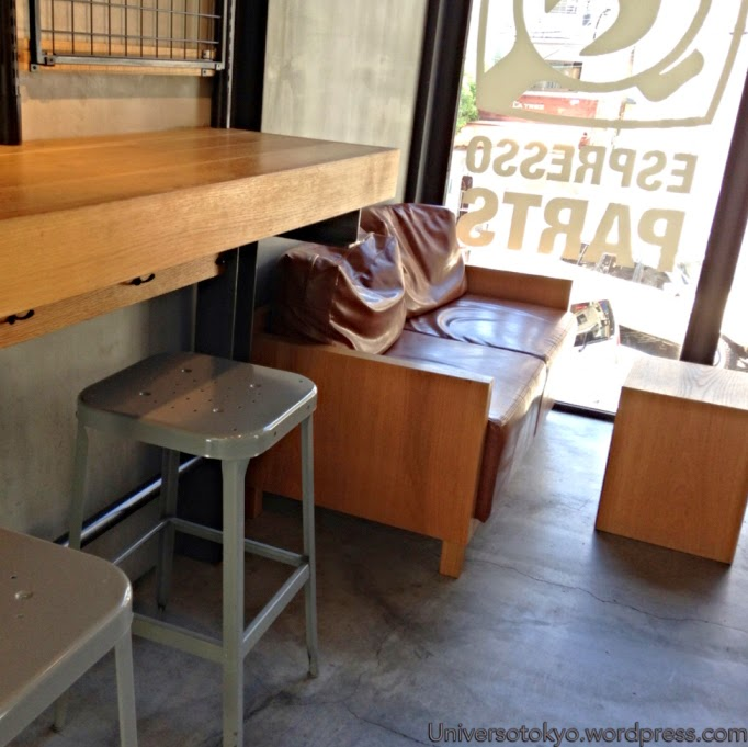 03-Hiroshi-Sawada-Barista-Streamer-Coffee-Company-Container-Building-www-designstack-co