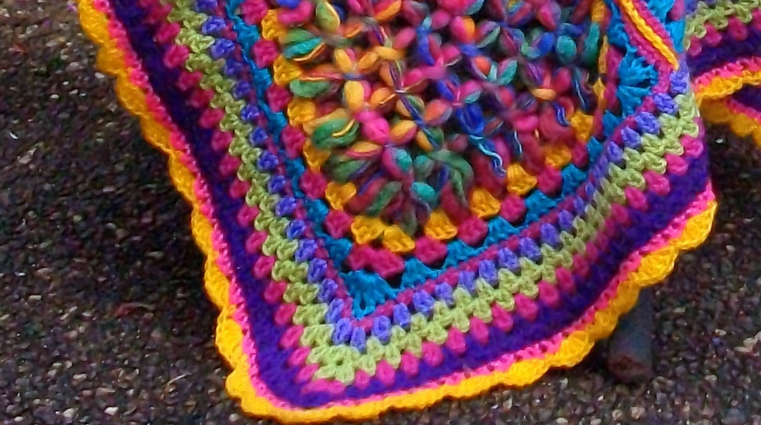 Crocheting On A Loom : Posted by MyMagicBoard at 4:35 PM 1 comments