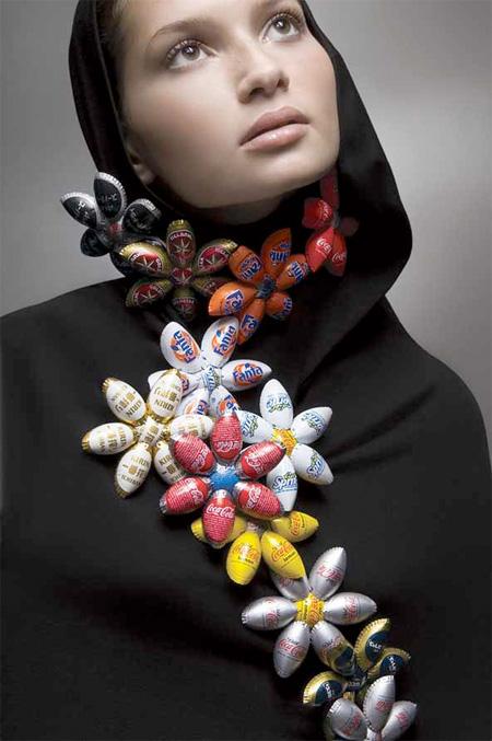 http://3.bp.blogspot.com/-Twgj7yf0P4s/TiQWUd23bJI/AAAAAAAAEuM/TKYUx2KxB08/s1600/bottle%2Bcap%2Bjewelry%2B2.jpg
