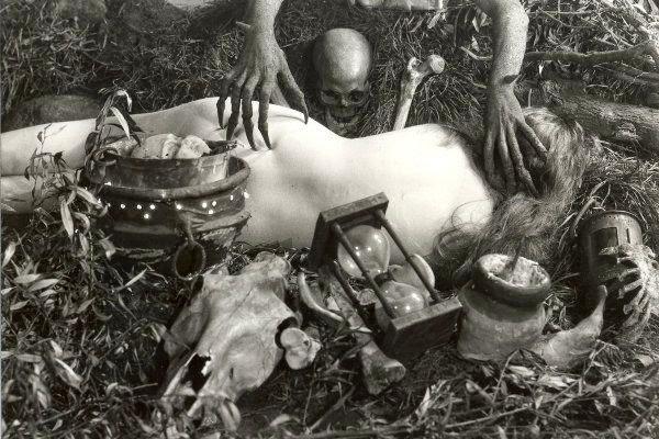 Häxan, pelicula censurada en varios paises que hay escenas bastante explicitas sobre tortura, desnudos y perversión sexual.