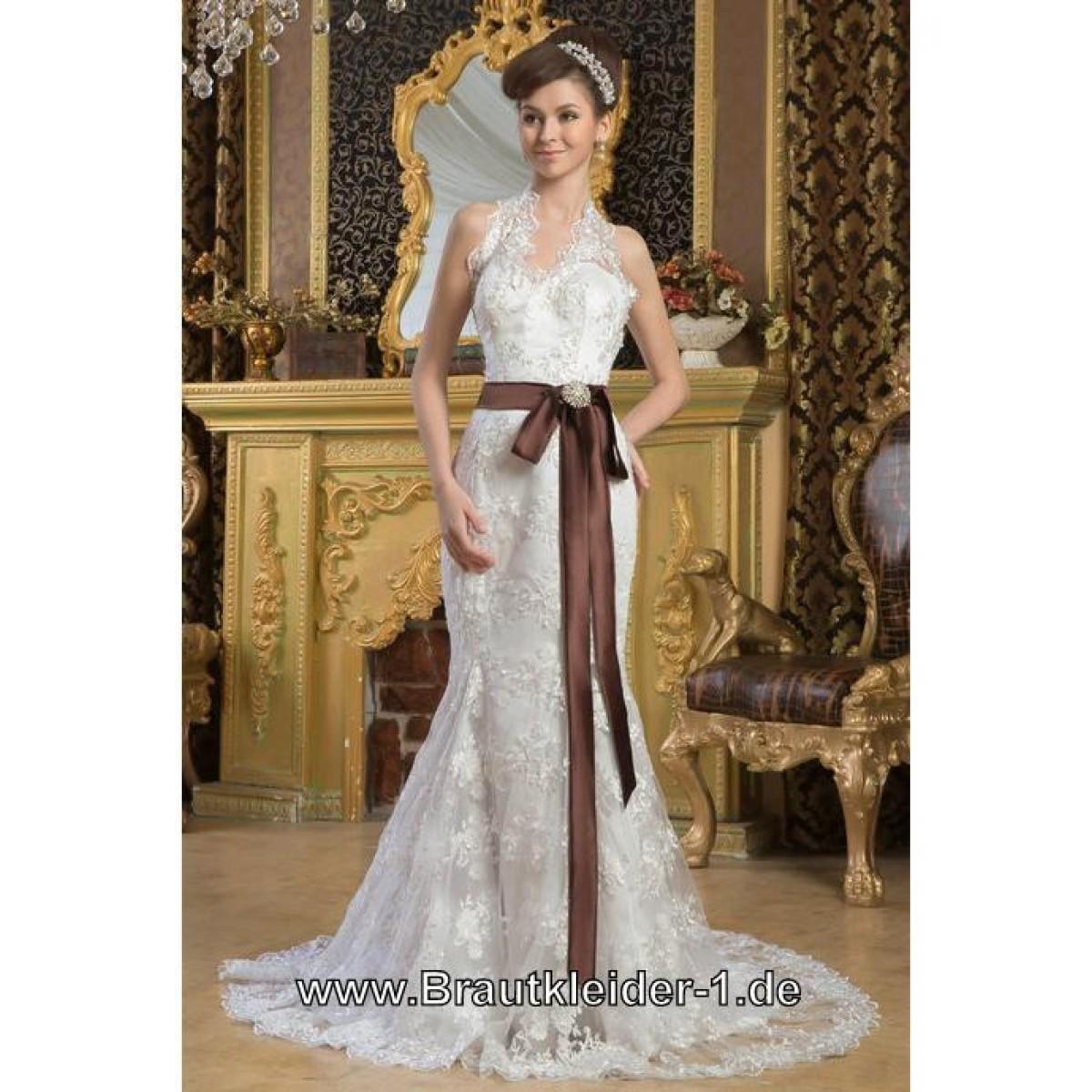 Brautkleider mit Schärpe