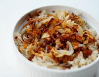 Arroz com Cebolas Crocantes (vegana)