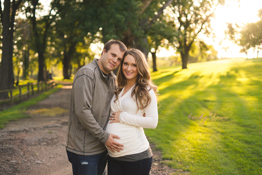 omaha maternity photographer photography elmwood park golden light pregnancy