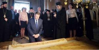 """Adevărul.ro: Klaus Iohannis, somat """"să se exprime pro creştinism"""": """"Dacă nu, ne vom exprima noi..."""""""