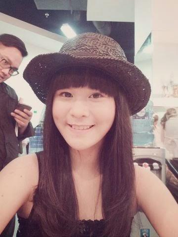 Foto Keren Delima Rizky JKT48 Pakai Topi Cantik Banget