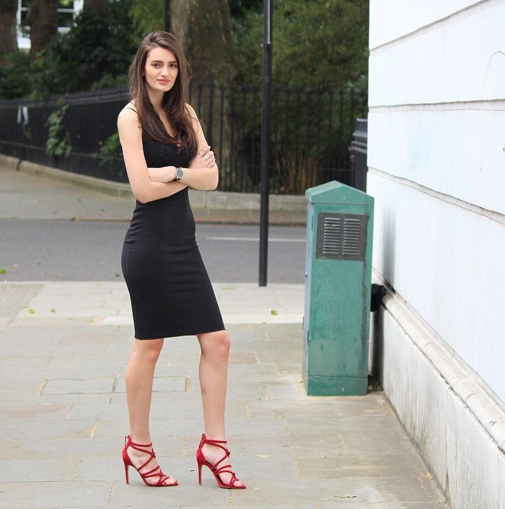 peexo fashion blogger wearing black bodycon midi dress and red zara strappy heels