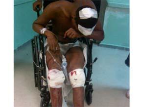 El sargento le juntó las piernas y, con una sola bala, se la atravesó las dos
