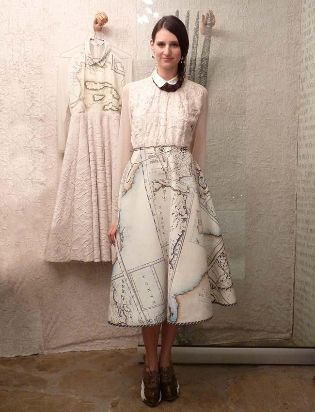 olga-piedrahita-paper-clothes-skirt-maps-diseñadores-moda-colombia-como-una-aparicion