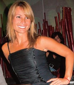 Olenka Zimmerman con cabello rubio