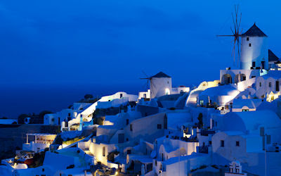 Oia Windmills Santorini, Italia. - Amazing places of Italy