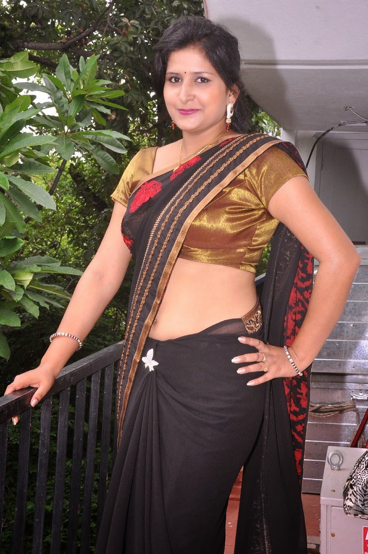 Hot Indian Aunty HD Navel Show Pics In Black Saree Photos - FILM ...