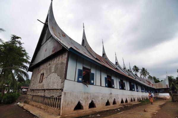 Rumah Adat Terpanjang di Dunia dari Nagari Abai