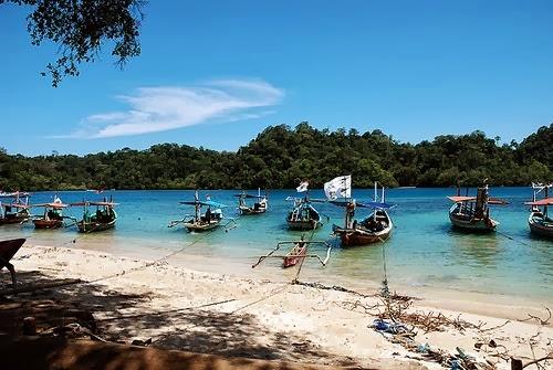 Pantai Sendang Biru Malang,Gerbang Masuk Menuju Pulau Sempu