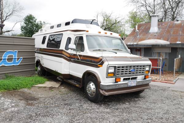 Vintage Class B Motorhome 1989 Ford Travelcraft Camper