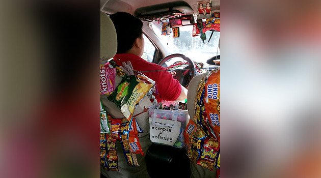 Supir Taksi Jual Camilan