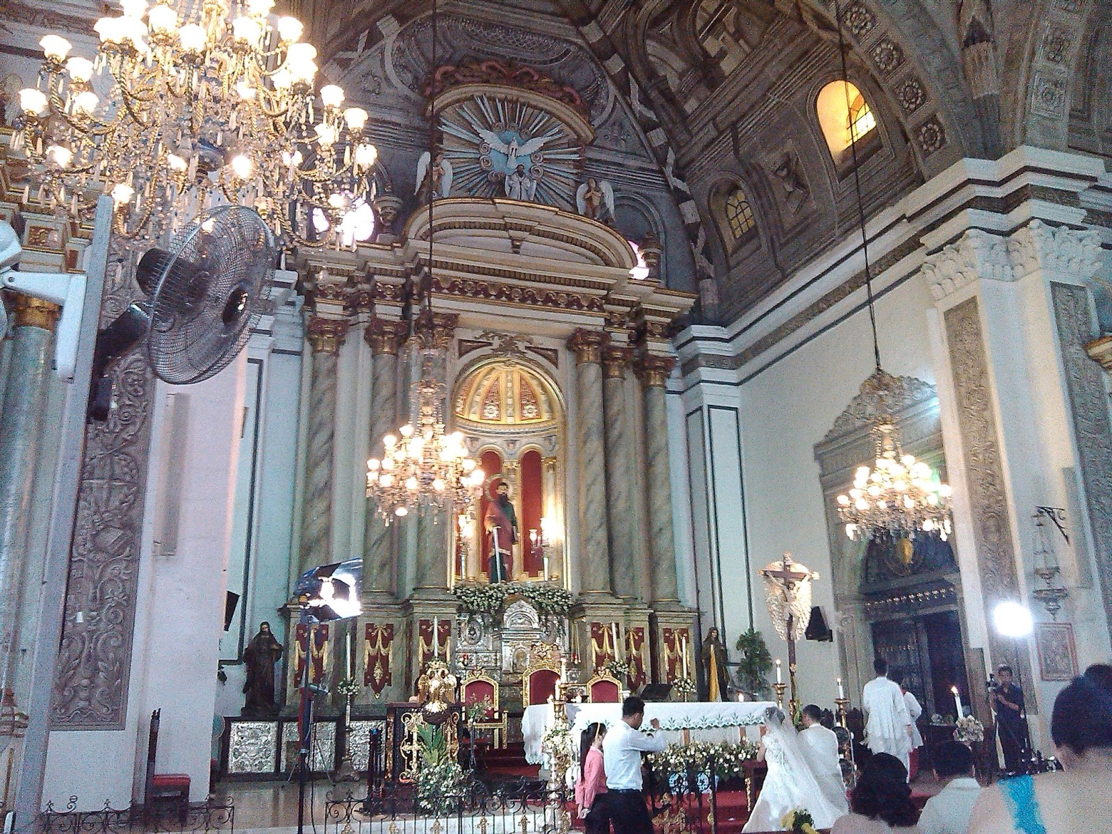 Lightened Candles And Soloist Organist The Price Mostly Rate At 20 000 25 San Agustin Church Is Located General Luna St Manila