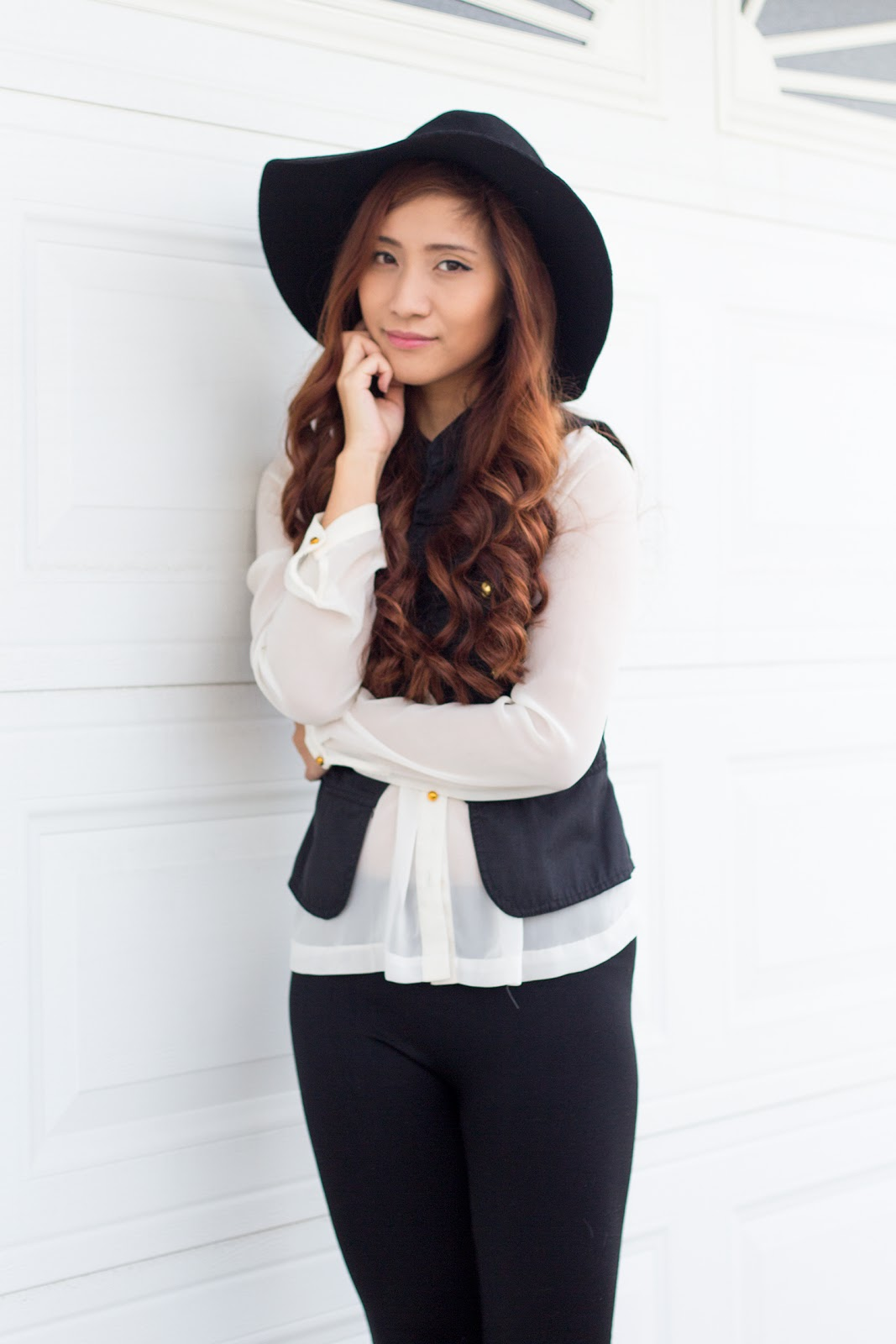 Outfit : Black and White With Felt Hat