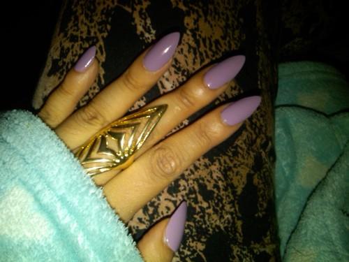 utterly dashing almond shaped nails