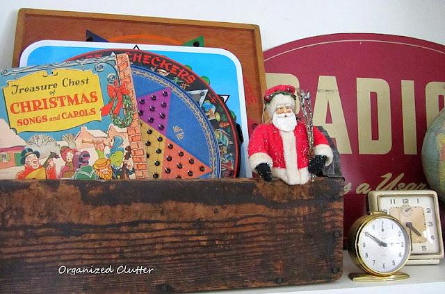 Rustic Christmas Vignettes www.organizedclutterqueen.blogspot.com