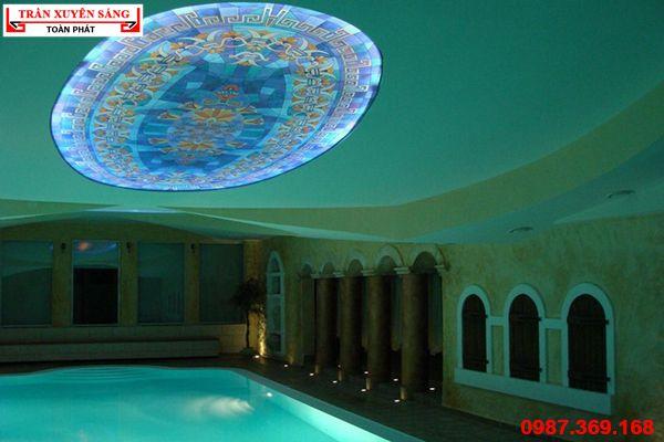 Trần xuyên sáng bể bơi