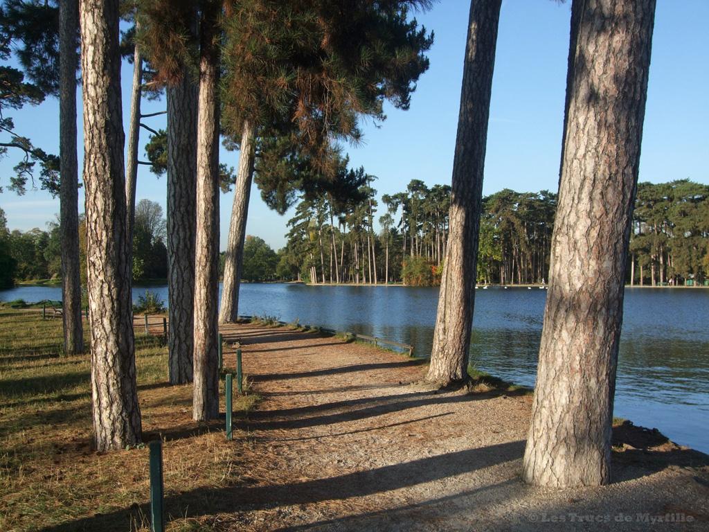 Fond d'écran OCTOBRE 2012, avec et sans calendrier - Lac du bois de Boulogne (photo oct. 2011)