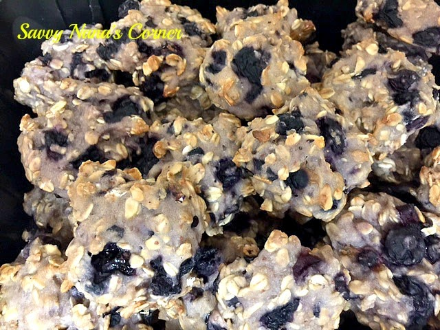 Healthy Blueberry Yogurt Dog Treats