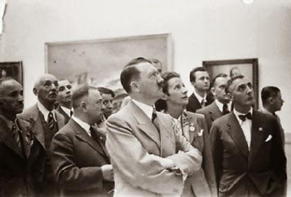 Hitler reviewing art
