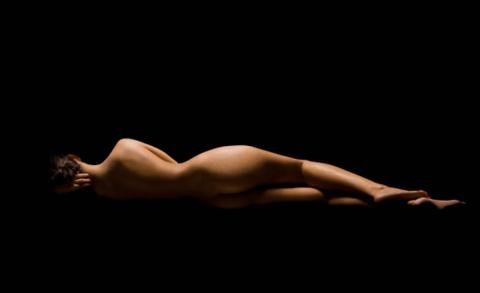 Dile a una dama desnuda