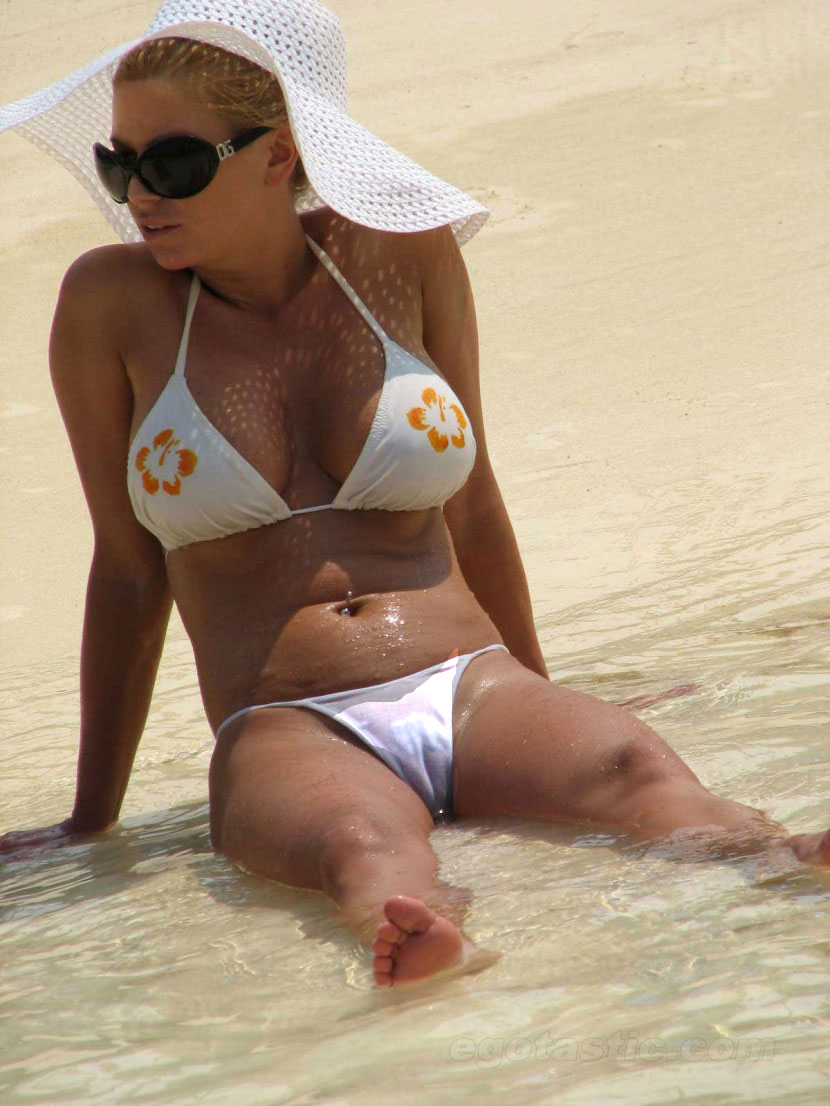 Jessica simpson bikini video