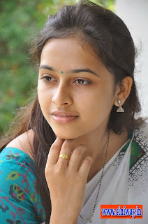 Sri-Divya-Stills-at-Mallela-Teeramlo-Sirimalle-Puvvu-Press-Meet
